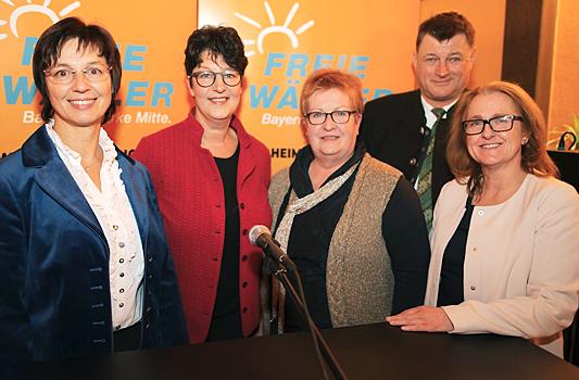 Von links nach rechts: Ulrike Müller (MEP), Susann Enders (MdL), Romana Asam (Kreis- und Stadträtin), Anton Speer (LRA), Renate Wengenmeier